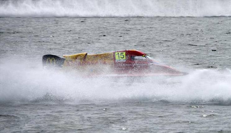 """F1摩托艇世界锦标赛汉江上演""""速度与激情"""""""