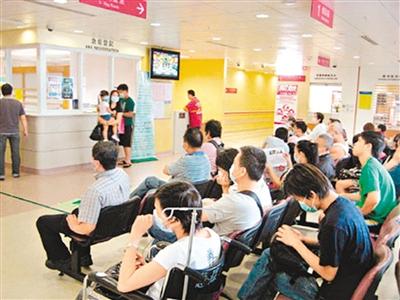 图为香港医院内等待就诊场景.