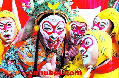 省京剧团演员扮演的金猴闹春