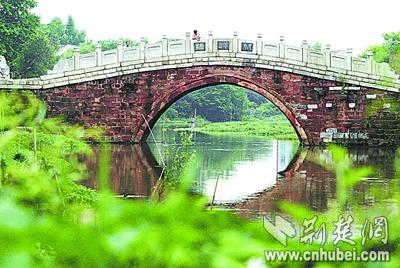 武汉现存最古老的石桥严重受损伤(组图)