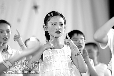 聋哑学校儿童庆六一(图)