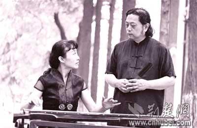 教授夫妻琴瑟合鸣(图)图片
