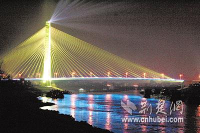 汉阳 点亮 七彩桥