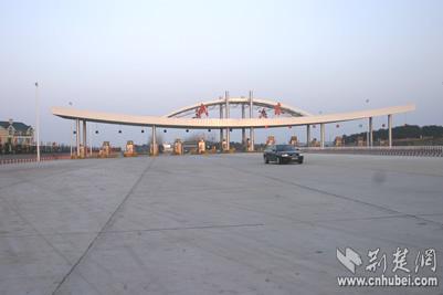 年4月1日起,湖北省所有高速公路和政府交通部门贷款修建的长江大