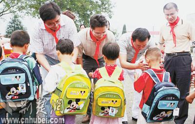 图文:宝钢集团资助贫困山区学生