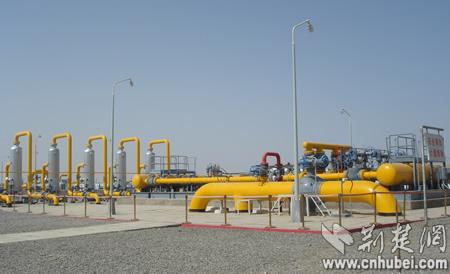 新疆印象:改善能源结构的管网-西气东输首站(组图)