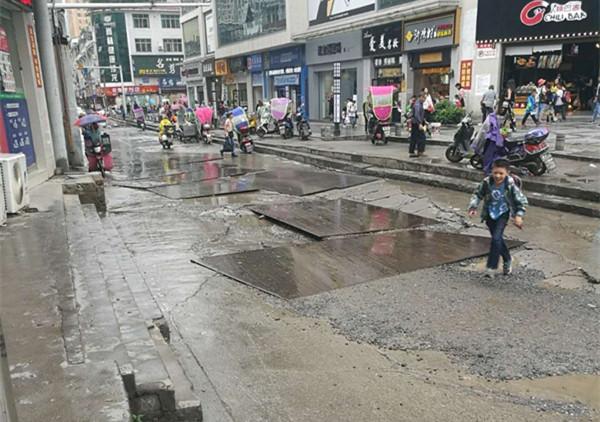 利川市丹桂园区路况差、积水严重