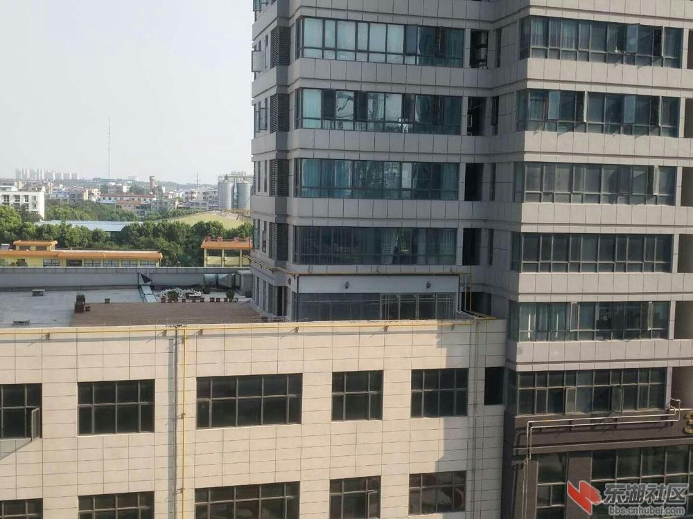 襄阳城市广场楼顶层违建仍未拆除