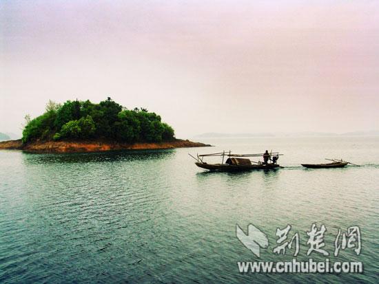 全国网媒记者江西行 体验庐山西海最美原生态