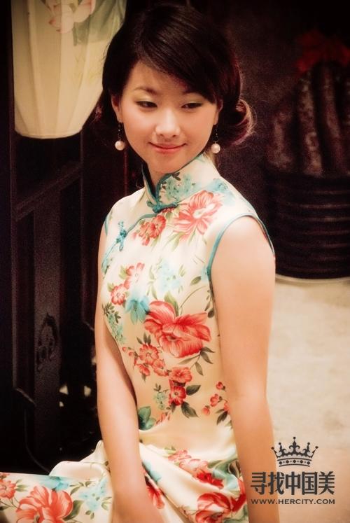 红馆旗袍设计总监邓丽元