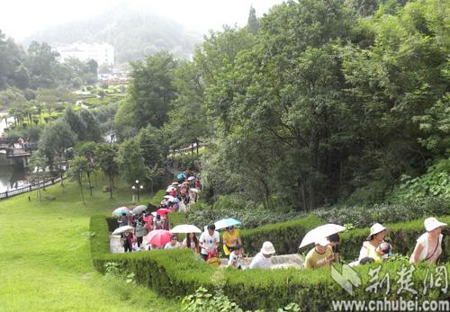 武汉木兰天池迎来今年首个秋游火爆日