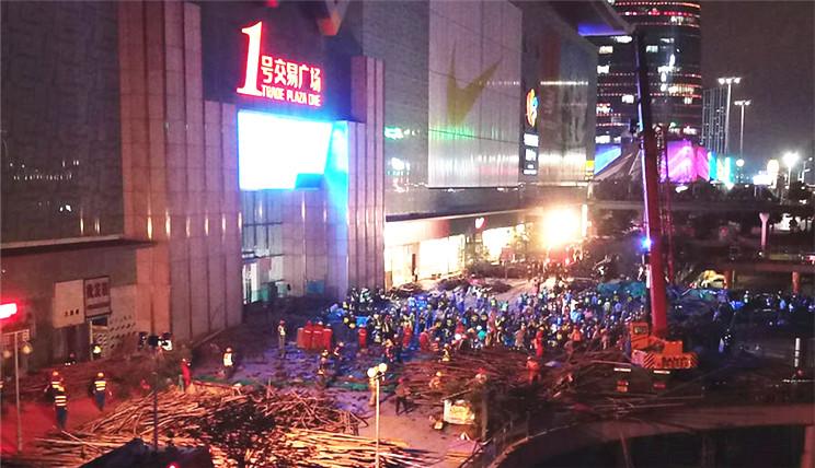 深圳华南城脚手架坍塌救援现场