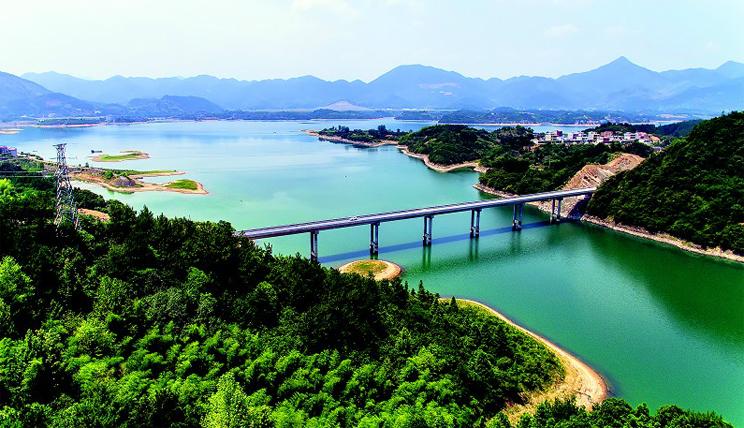 通山县和平大桥通车 村民到县城路程缩短三分之二