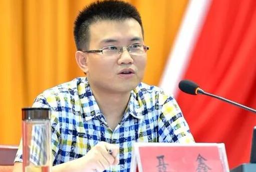 """湖北29岁""""网红""""干部:党课刷屏朋友圈 多地集中学习"""
