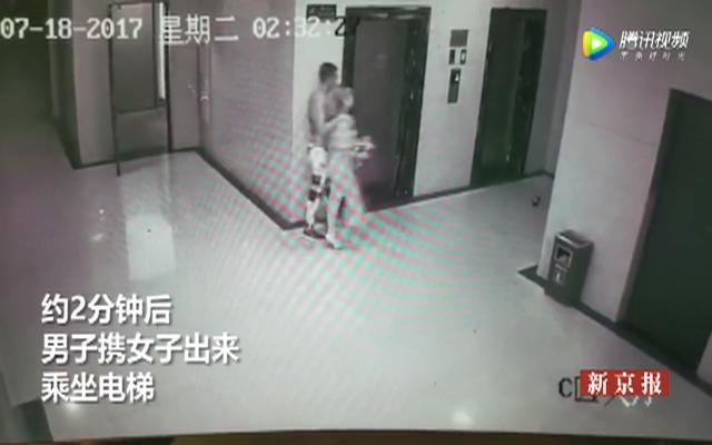 两女子深夜电梯间被抢劫全程