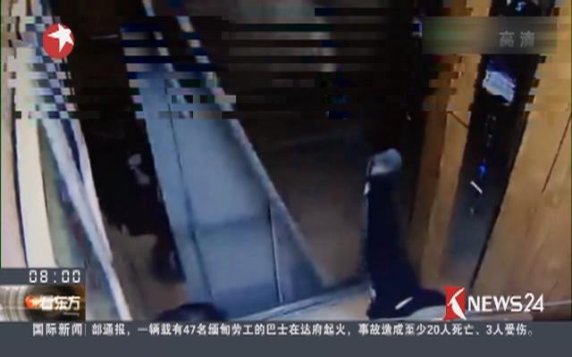 """郑州:熊孩子""""施展拳脚"""" 电梯门瞬间爆裂"""