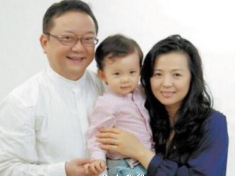 王刚小20岁妻子近照曝光