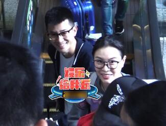 吴敏霞夫妇现身机场