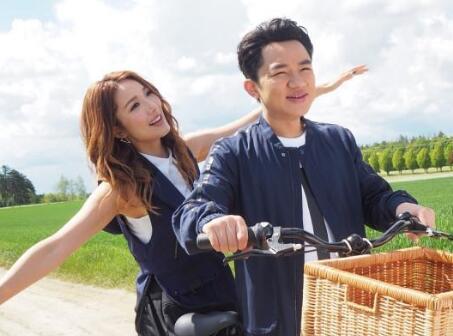 李亚男王祖蓝甜蜜合照