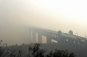 """""""武汉蓝""""半月不见 湖北一周发布三次重污染天气预警"""