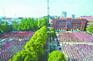 """武汉最大小学竟有4300多名学生 """"超载""""引发管理难题"""