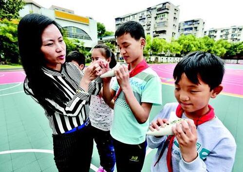 走近最美教师张龙:每个盲童都是会发光的星星