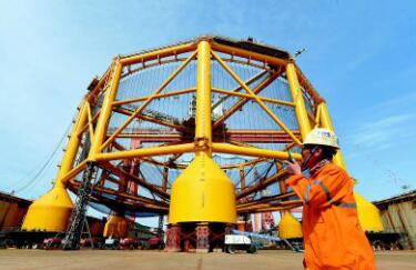 """世界最大""""深海渔场""""武汉造 一年可养150万条三文鱼"""