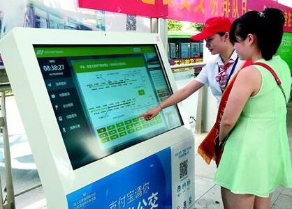 武汉BRT站点装智能查询机 坐啥线路一查便知