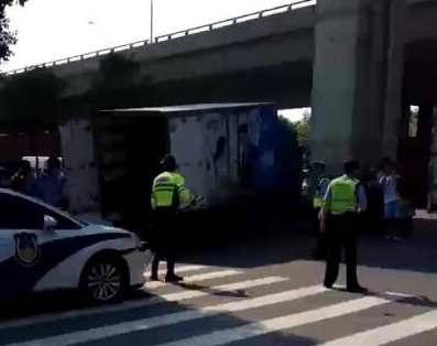 武汉发生恶性伤人事件:男子驾车连撞数人又砍人 致3死4伤