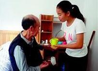 20岁孝心女孩带着父亲上大学 华师提供一室一厅