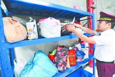 开学两周武汉地铁站捡到136件失物 这些物品最容易丢失