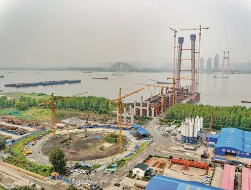 杨泗港长江大桥南岸锚碇完工 系长江上首座双层公路悬索桥
