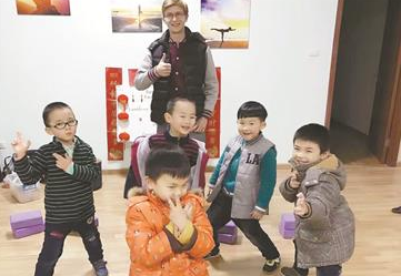武汉全职妈妈带伢赚钱两不误 有的月入上十万