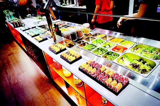 """舍弃大鱼大肉流行吃""""草"""" 轻食餐厅在江城悄然走红"""