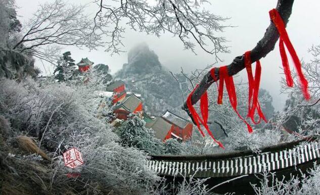 十堰迎今冬第一场雪 武当山雪景美如画(组图)