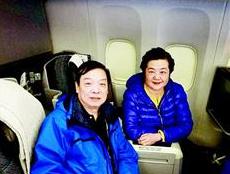 武汉老夫妇国际航班上救下肺癌乘客 机长升头等舱表示感谢