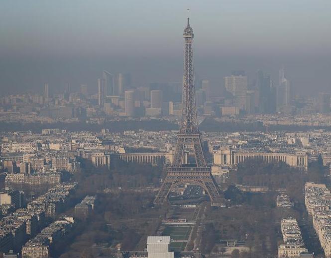 雾霾笼罩巴黎 一片混沌