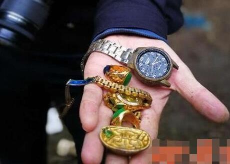 偷到金元宝以为假货就扔了