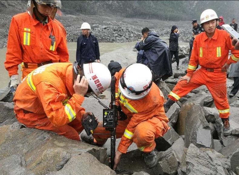 茂县山体垮塌救援现场