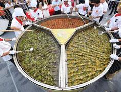 壮观!民众共享千斤稻花鱼