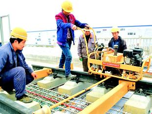 汉十高铁无砟轨道准备铺轨