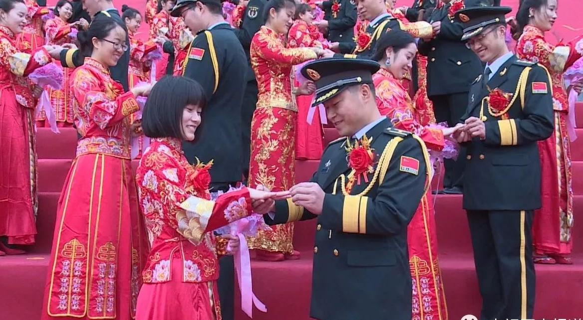 火箭军99对新人集体婚礼