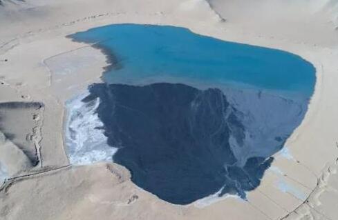 企业沙漠里排污