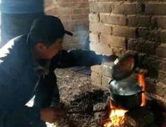 驴友生火做饭烧焦长城