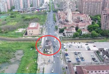 """僵持14年上海""""最牛钉子屋""""被拆除"""