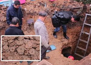 村民盖房发现8000多斤千年古币