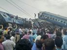 印度一火车出轨23人亡