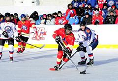 俄州长参加中俄边界冰球赛