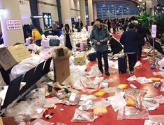 中国游客在韩国乱扔垃圾