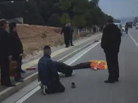 撞人后肇事司机当场下跪